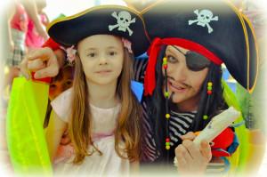 Пират с ребенком